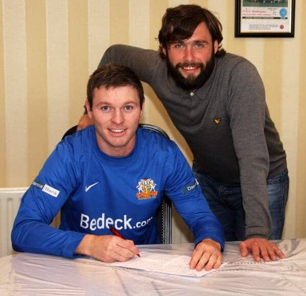 Kevin Braniff signs a two-year deal with Glenavon under the watchful eye of manager Gary Hamilton. Pic: Glenavon FC Twitter