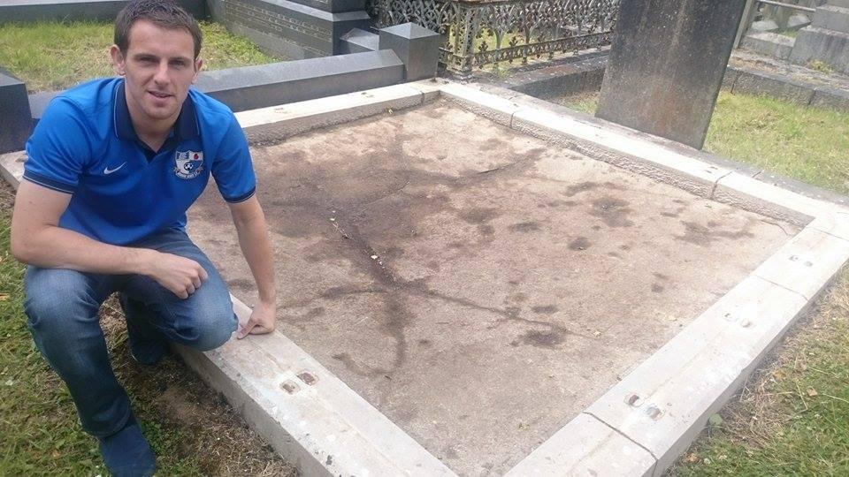 grave philip